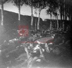 3/5 Après les massacres à Erzerum ; inhumation des victimes au cimetière arménien les 1er et 2 novembre 1895 (archives du ministère des Affaires étrangères)