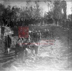 1/5 Après les massacres à Erzerum; inhumation des victimes au cimetière arménien les 1er et 2 novembre 1895 (archives du ministère des Affaires étrangères)