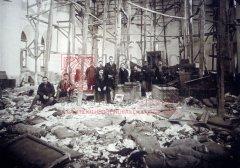 Trébizonde, 1918, état du dépôt des «biens abandonnés» installé par la commission des emvali metruke au sein de l'église Sourp Stepannos (située dans le quartier de Giavur Meydan), au retour des rescapés arméniens (coll.Bibliothèque Nubar).