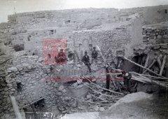 Ardamed (région de Van), retour des Arméniens dans leur village détruit après le repli turc (coll.Bibliothèque Nubar).