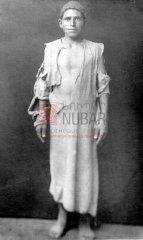 Sétrag Saghdjeyan, 15 ans, originaire de Hadjın, le 9 septembre 1919. Seul survivant de sa famille, il vécut comme berger dans les environs d'Alep et de Homs jusqu'en 1919 avant de rentrer à Hadjın (coll.Bibliothèque Nubar).